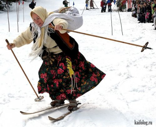 Бабка на лыжах с палками