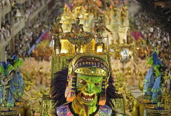 Зелёное чудовище на карнавале